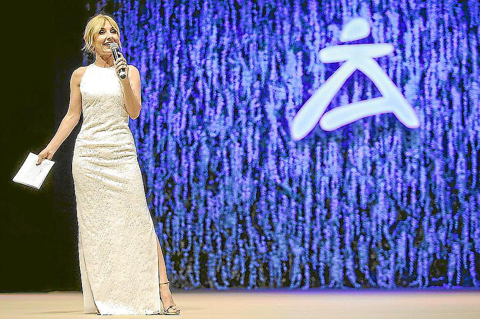 67fdf0302 Cayetana Guillén Cuervo ya presentó con gran éxito la Pasarela Adlib en  2016.