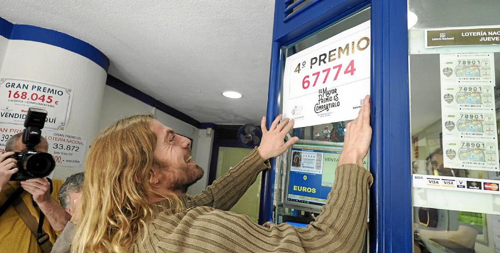 La Lotería de Navidad reparte suerte en Ibiza con un cuarto y dos ...
