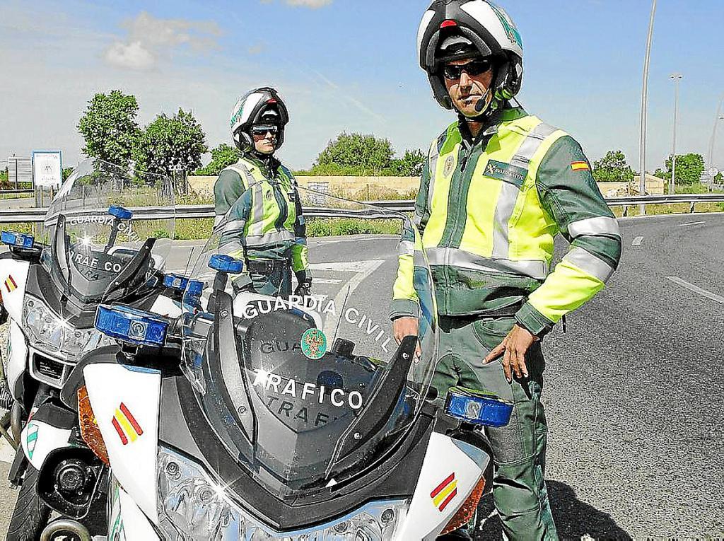 Los motoristas de la guardia civil de tr fico llegan a - Guardia civil trafico zaragoza ...