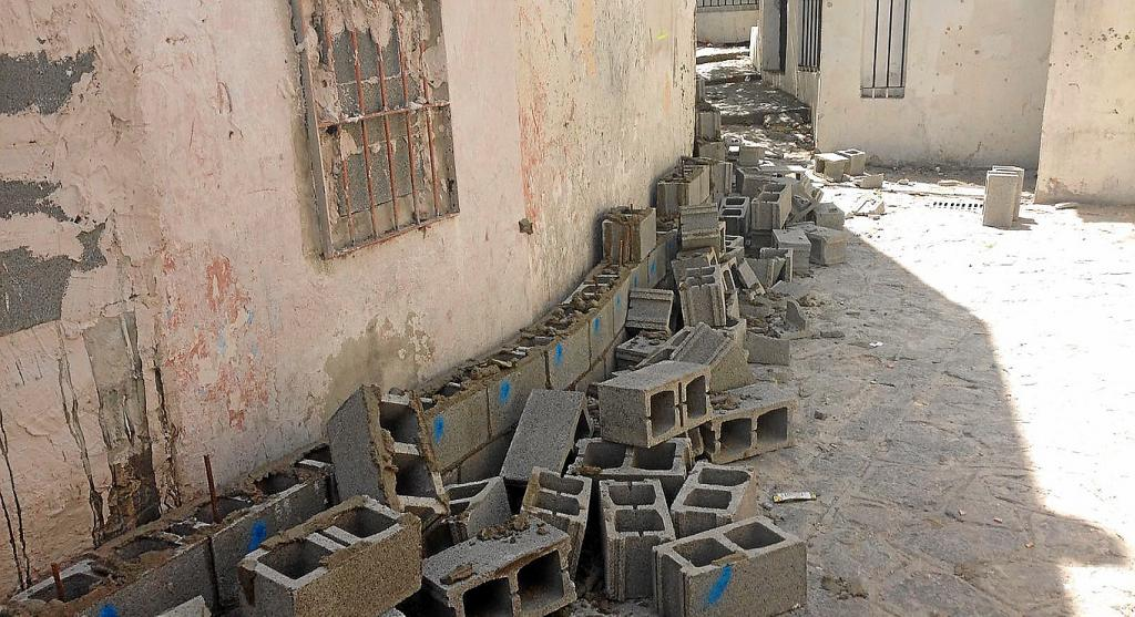 Muro de bloque de hormigon fachada ventilada with muro de - Precio de bloques de hormigon ...
