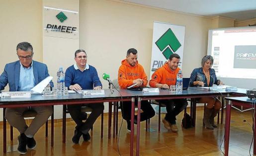 De izq. a dcha, Alfonso Rojo, Ramón Díaz, José Antonio Reina, Álex Ponce y Nuria Moreno, ayer, en rueda de prensa. Foto: I.S.