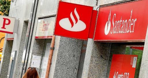 Las fusiones bancarias van a provocar el cierre de 430 for Oficinas bancarias abiertas por la tarde