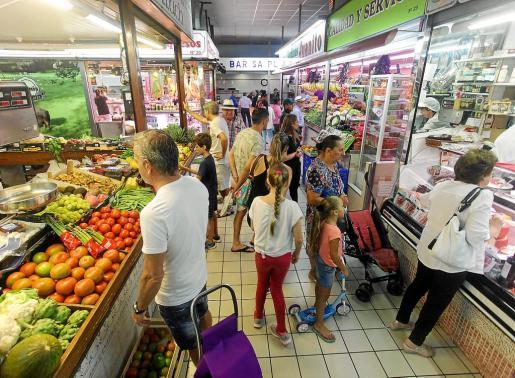 La mayoría de los dueños de las paradas del Mercat Nou están a punto de jubilarse, por lo que muchos no renovarán la concesión.