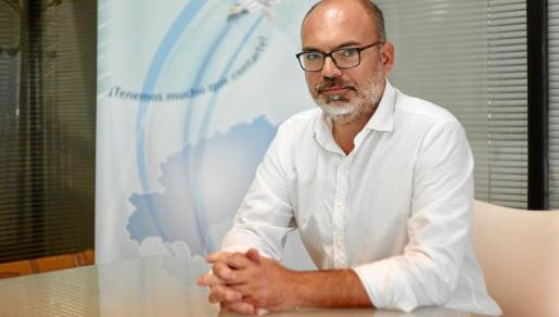 José Antonio Llano posa antes de la entrevista con Periódico de Ibiza y Formentera.