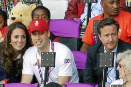 Britain's Prince William and Catherine, Duchess of Cambridge, watch the women's heptathlon 800m event during the London 2012 Oly