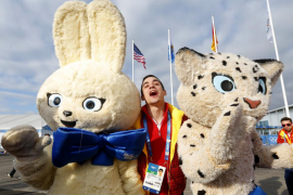 Spanish figure skater Javier Fernandez poses with Olympic mascots during the welcoming ceremony for the Spanish Olympic team in