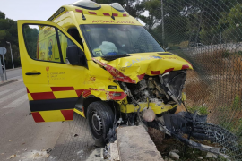 Ambulancia sufre un accidente
